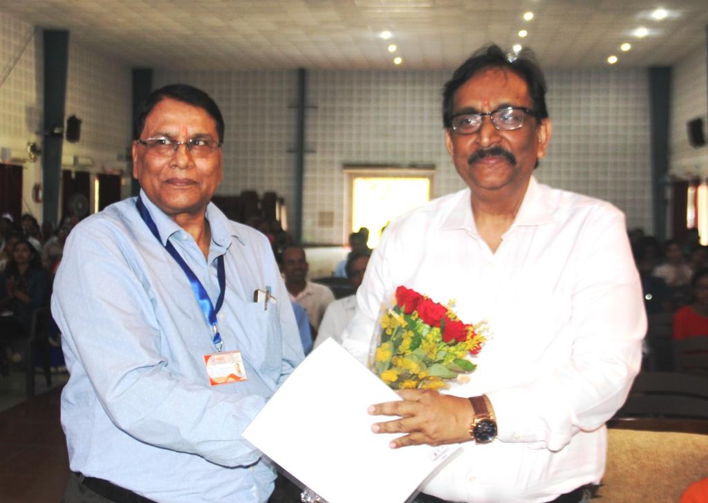 Induction : Dean (Academic) Felicitating Chief guest Dr Vishnu Priye ,IIT Ranchi