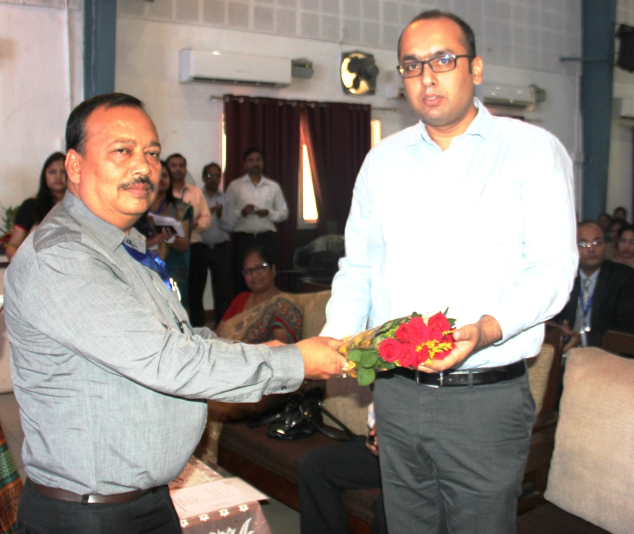 Induction : Dy COE  Felicitating Mr Manish Kumar  Manager P & A SBU