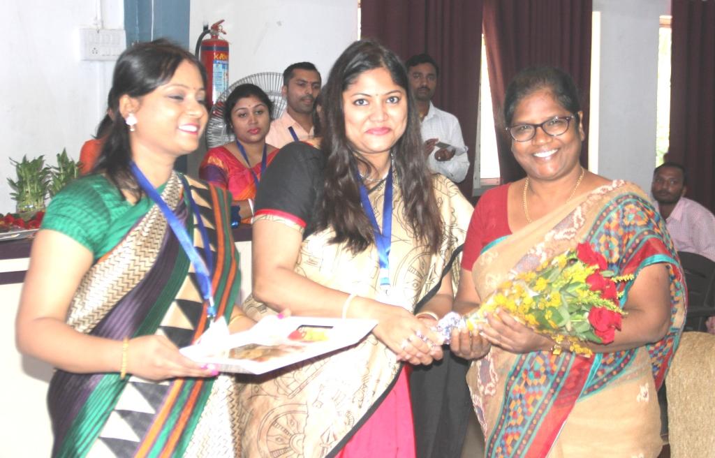 Induction : Faculty  Felicitating Principal Mrs. Subani Bara MBINCT (SBU)
